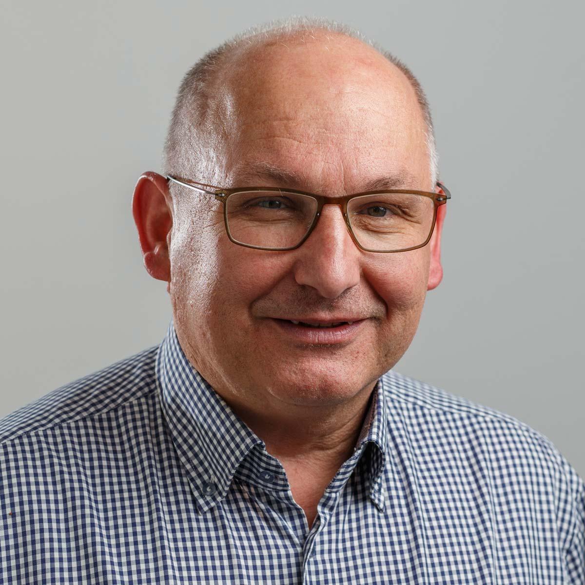 Kontakt: Ernst Dummer, Geschäftsführer